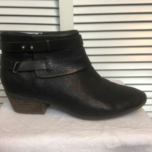 EUC. Clark's Black Leather Booties - size 7.5